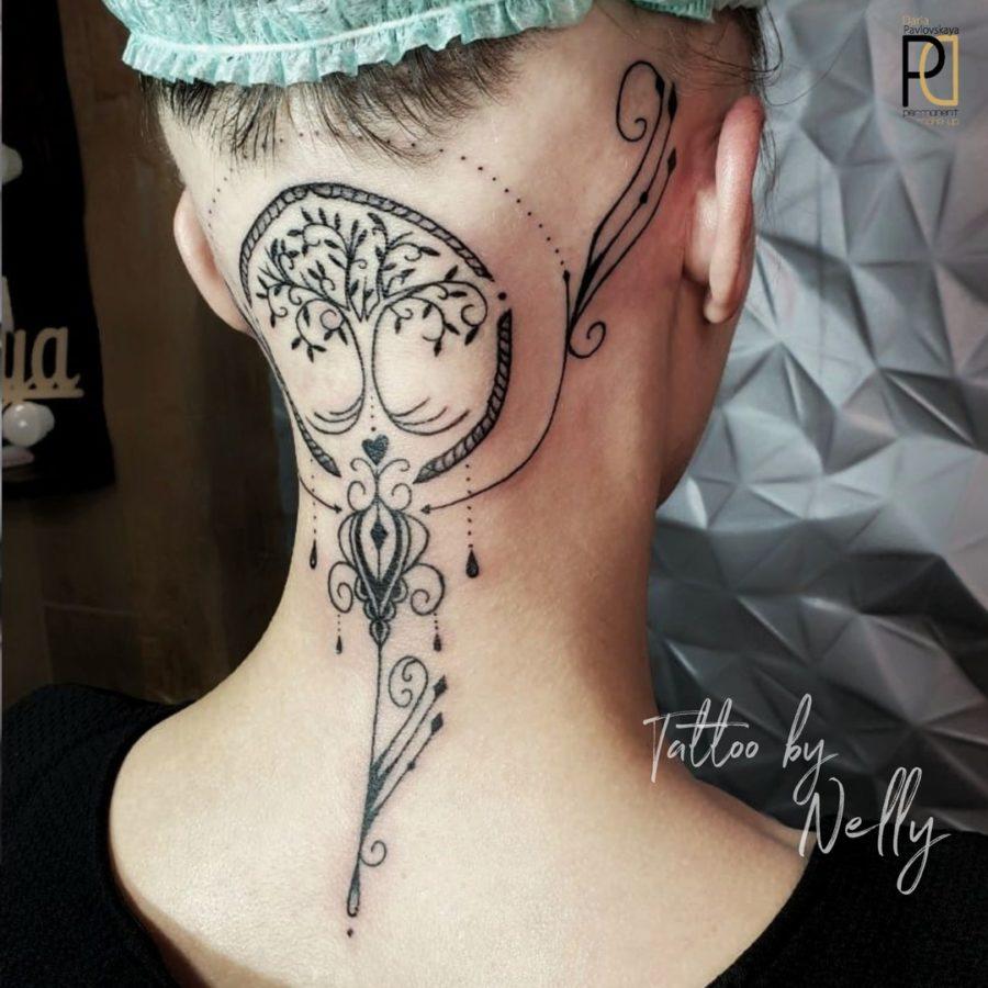 Девушке с частичной алопецией на голове сделали женственную художественную татуировку.  Мастер Nelly